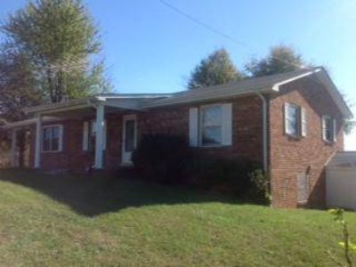 13485 Gretna RD Sandy Level Two BR, Looking for a great
