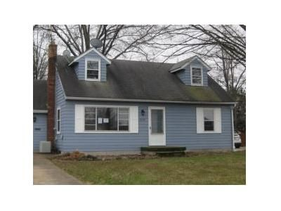 3 Bed 1 Bath Foreclosure Property in Struthers, OH 44471 - E Manor Ave