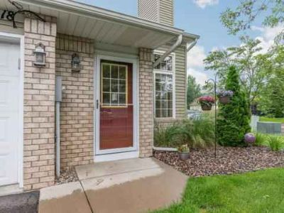 418 Rice Court CHANHASSEN Two BR, End unit townhome sits on