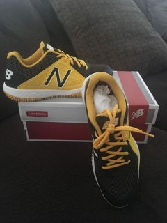 Men s New Balance Turf Shoes (Size 10) BRAND NEW