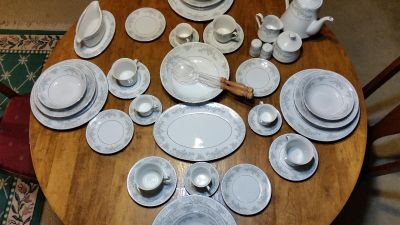 Lynns Fine China. Complete service for 8. Plus serving dishes.