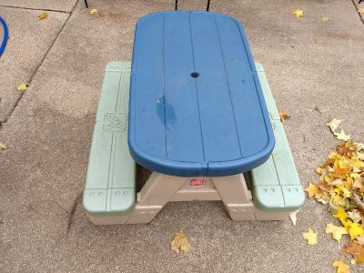 Picknic table for toddler