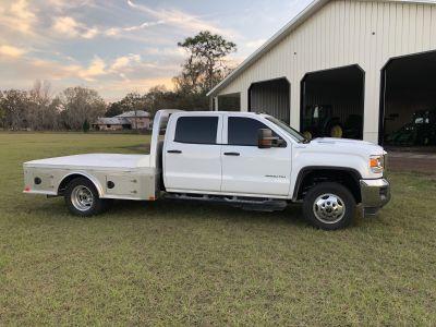 2018 GMC 3500HD Duramax / 4x4 / Crew Cab / CM Aluminum Flat Bed Body