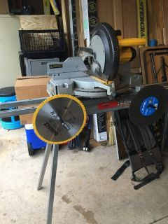 12 Dewalt mitre saw with stand and 4 blades