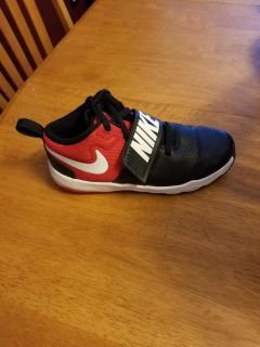 Nike Sneakers Boys Size 3 NEW