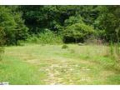 Beautiful wooded land located a mile from Lak...