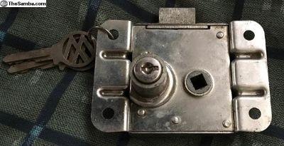 261829561A NOS Treasure Chest Lock Mechanism w/key