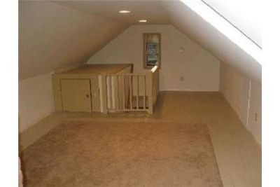 House for rent in Merrick. Single Car Garage!