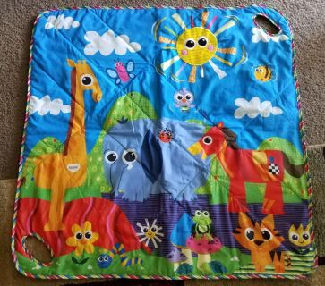 Lamaze tummy time mat. Perfect for out foor play. Easily wipes off. Crinkle noise. Handles for carrying toys
