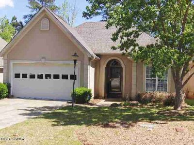 113 Fosters Green Macon, Easy living in this Two BR/Two BA stucco