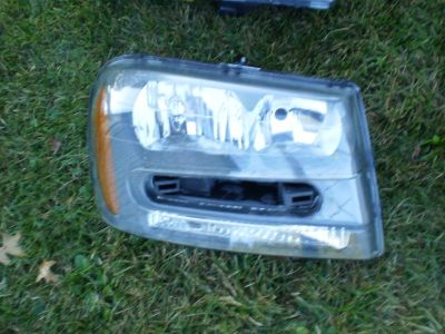 02 03 04 05 06 07 08 09 Chevrolet Trail Blazer right side headlight 00-05 RH