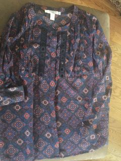 LIKE NEW! FOREVER 21 Navy w Decorative Design Blouse - Size XS But is Remi enough to be a small or medium