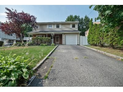 5 Bed 2.5 Bath Foreclosure Property in Huntington Station, NY 11746 - Cook St