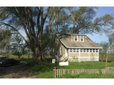 4 Bed 1 Bath Foreclosure Property in Decatur, MI 49045 - Old Swamp Rd