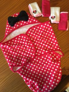 Disney baby Minnie bath towel and wash clothes. Never used.