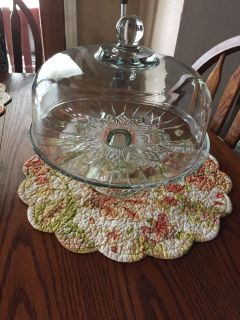 Glass cake plate with glass cover
