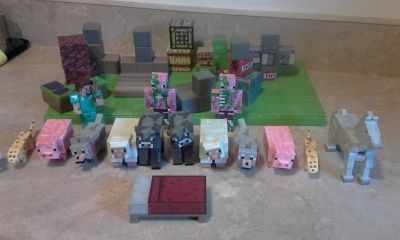 "Minecraft lot includes green ""ground"""