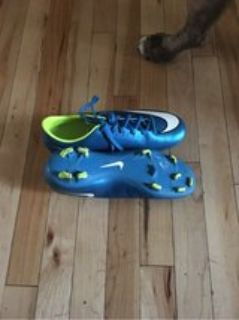 size 9 women s soccer cleats