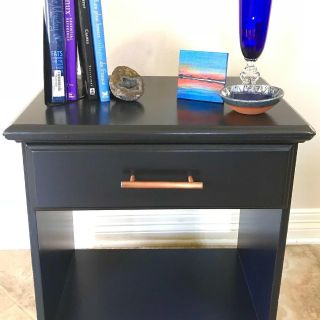 Side/Accent Table / Nightstand