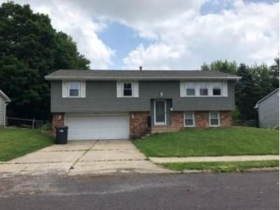 3 Bed 2 Bath Foreclosure Property in Pekin, IL 61554 - Cypress St