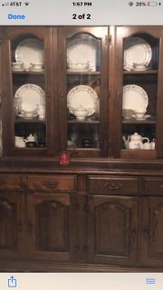 Solid wood Table / 8 chairs with 2 leafs /China Cabinet