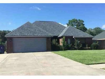 4 Bed 2 Bath Foreclosure Property in Clute, TX 77531 - Audubon Woods Dr
