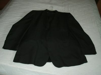 Men's 2 Button Black 3 piece suit