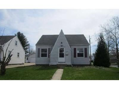 3 Bed 1 Bath Foreclosure Property in Peoria, IL 61604 - N Elmwood Ave