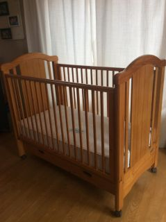 Convertible Crib with Drawer
