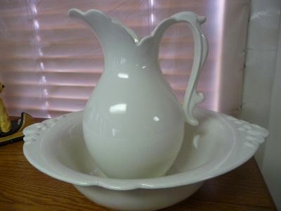 White pitcher and basin - Haeger