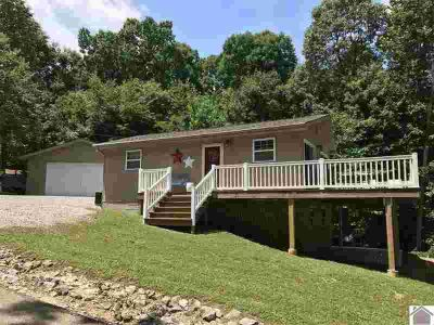 39 Mimosa Dr. Eddyville Four BR, Charming lake cottage with year