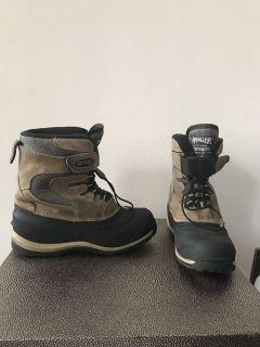 Ranger Waterproof Black/Tan Boots. Thermolite Performance Insulation. Size 3. The inside Insulation has wear at the heel areas.