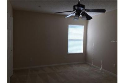 Spacious 2 story home in Lakes