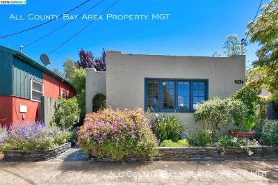 Charming West Berkeley Bungalow with Updated Kitchen