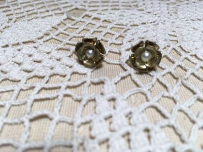 Earrings Vintage Posts Gold Flowers with Petals Pearl in Center Nice