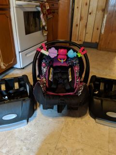 Infant car seat with 2 bases