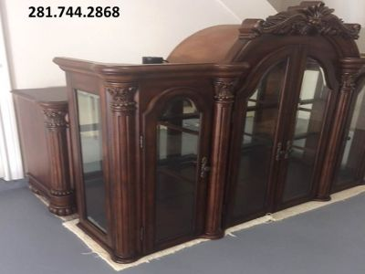 FURNITURE: Detailed Hutch/Buffet China Cabinet,lights,glass shelves,storage. EXC Like New. Moving!