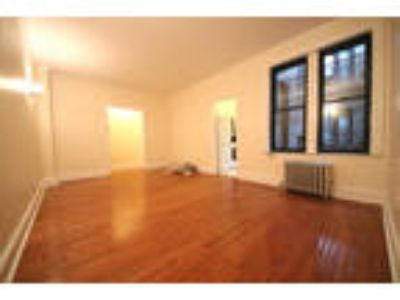 West 10th/Bleecker St* Massive Sunny Renovated* King Size Bed* Closet Space*