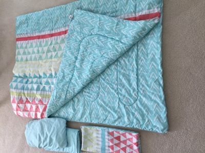 Twin XL comforter/sheet set