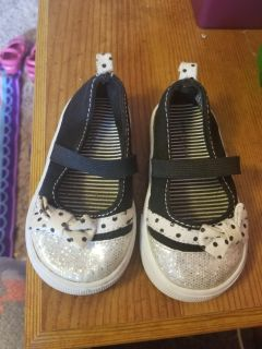 Little baby girl 4 sparkle shoes