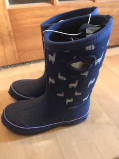 Size 2 winter boots NWT