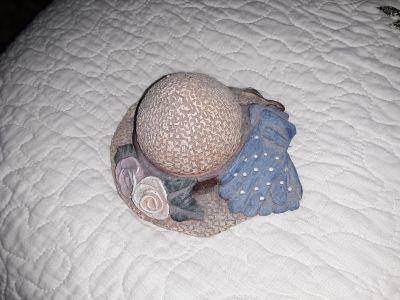 """Cute pc 4""""bonnet has alittle bee inside"""