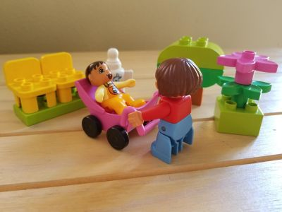 Lego Duplo Mom and Baby