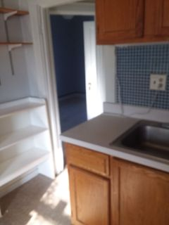 Luxury flat 1br+ - newly remodeled stove/frig- provided.