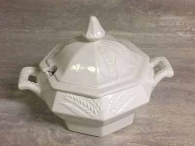 Small Vintage White Tureen / Sauce Dish. Excellent Condition. CP.