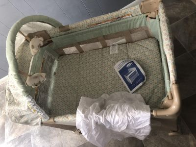 EUC Graco travel lite crib with stages