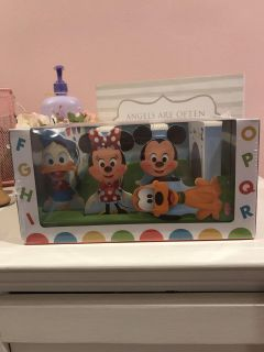 Minnie Mouse board book set new never opened but goofy fell off one book ppu only
