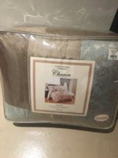 queen bedding set. new