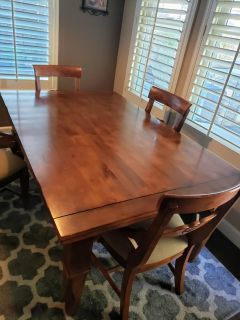 Solid wood dining/kitchen table, 4 chairs