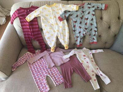 Set of 6 sleeper / play outfits - size 6-12 months
